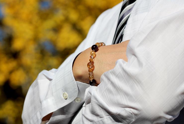開運HappyPriceシリーズ「お金と実現」~金運Lタイプ~パワーストーンブレスレットの着用画像2