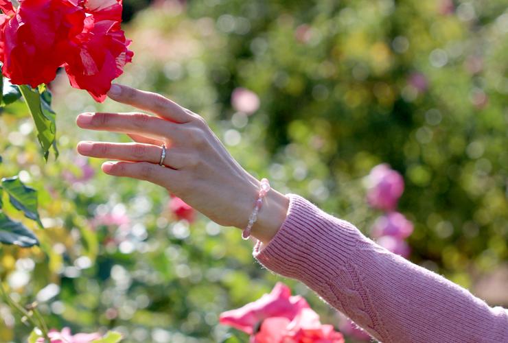 「薔薇色」インカローズ・水晶(クォーツ)花かずら(6mm)ブレスレットのイメージ画像4