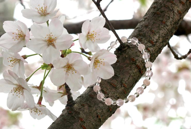 「愛の家」ローズクォーツ・モルガナイトブレスレット(相合い~相生6ミリ~)の風景メインイメージ