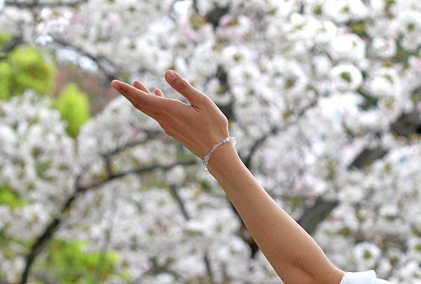 「花の冠」ローズクォーツ・グリーンフローライトブレスレット(相合い~相生6ミリ~)のメインフラワーイメージ