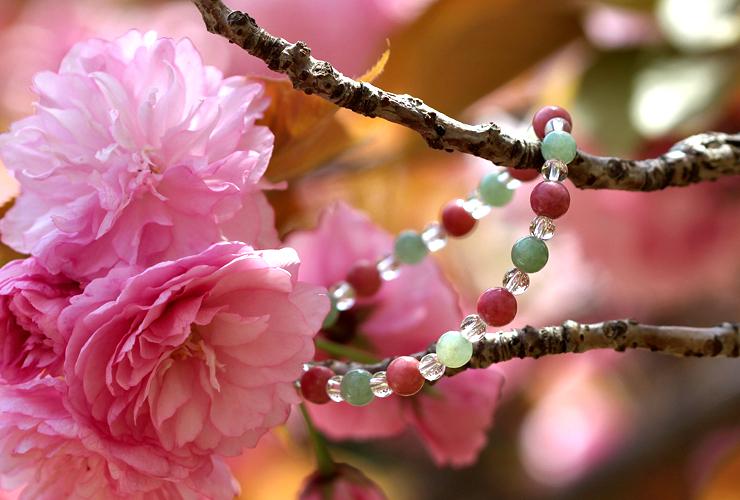「人の美」翡翠・ロードナイトブレスレット(相合い~相生6ミリ~)の風景メインイメージ
