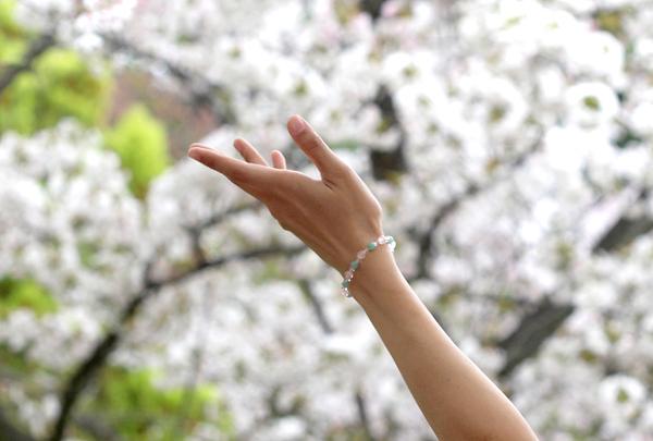 「私の成長」ローズクォーツ・翡翠ブレスレット(相合い~相生6ミリ~)のメインフラワーイメージ
