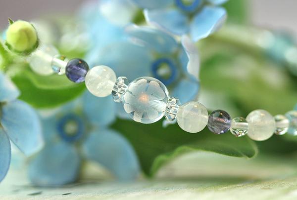 「水無月」6月の誕生石ブルームーンストーンブレスレット(こよみ月~花かずら6ミリ~)のメインフラワーイメージ