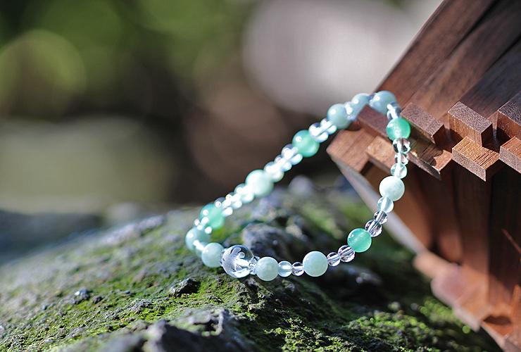 「皐月」5月の誕生石翡翠ブレスレット(こよみ月~花かずら6ミリ~)の風景メインイメージ