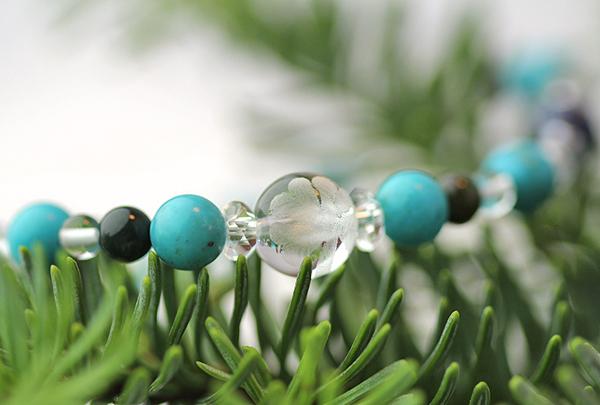 「師走」12月の誕生石ターコイズブレスレット(こよみ月~花かずら6ミリ~)のメインフラワーイメージ
