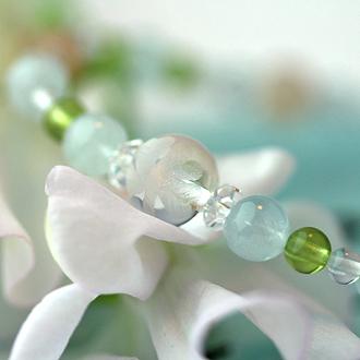 「弥生」3月の誕生石アクアマリンブレスレット(こよみ月~花かずら6ミリ~)のサブフラワーイメージ