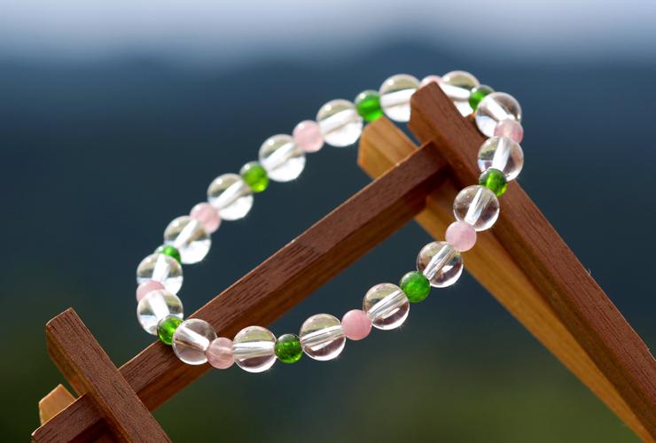 「愛に向き合う」最高品質水晶・ダイオプサイト・ピンクトルマリンシリカブレスレットのイメージ画像4