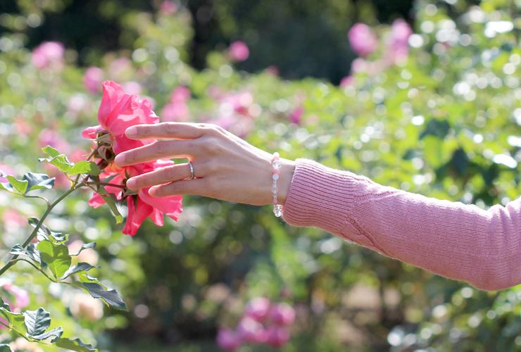 「癒しの調べ」インカローズ・ホワイトベリル・水晶(クォーツ)恋文(6mm)ブレスレットのイメージ画像4