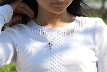 「True Love(トゥルーラブ)」ラピスラズリオーダーメイドネックレスのシンプル着用イメージ