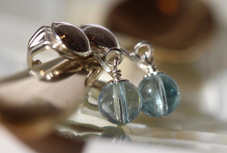「ささやき」オーダーメイドピアス・イヤリング(6ミリ玉)の風景メインイメージ