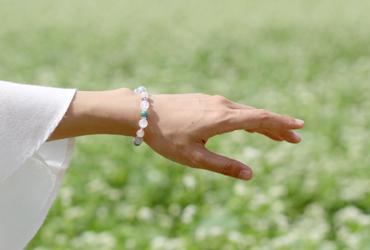 「雪うさぎ」高品質ホワイト・ラビットヘア・クォーツブレスレットのイメージ画像8